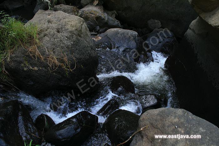 Coban Talun, Stone